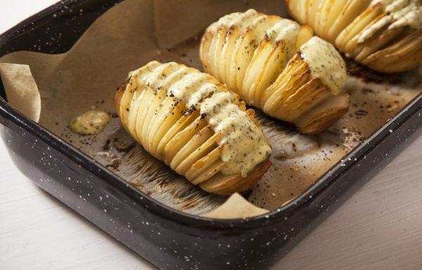 מניפות תפוחי אדמה עם מיונז הולנדי מתובל