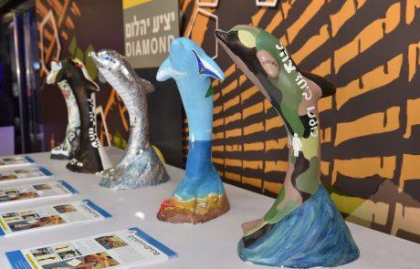 דולפינים צבעוניים הגיעו לנתניה