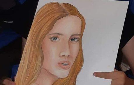 יהלי מושקוביץ בן ה-12 ואסף גאון בן ה-16 פותחים את התערוכה בגלריה העירונית